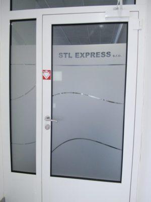 Pískované sklo na dveřích